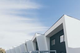 Foto af rækkehusprojekt designet af GKV arkitekter. Colorgrading og foto design af ON!AD grafisk bureau i Aarhus