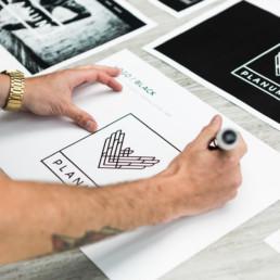 Planum Logo design og brandidentitet, designet af ONAD