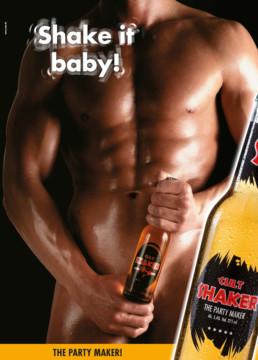 Reklamefoto af mand med SHAKER flaske