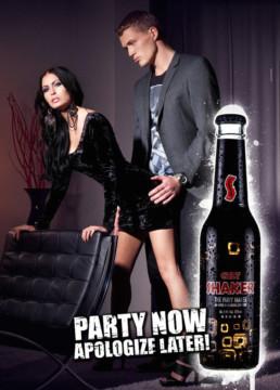 Kampagnefoto med dame, mand og SHAKER laver af ON!AD