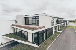 Arkitektur fotografi af Projekt for Gandrup Krabbe vang arkitekter. Billedet viser facaden af Haucon domicil i Lystrup