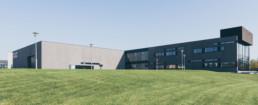 Arkitekturfoto af CULT HQ domicil i Lystrup. Facade foto af ON!AD Grafisk Design Bureau i Aarhus